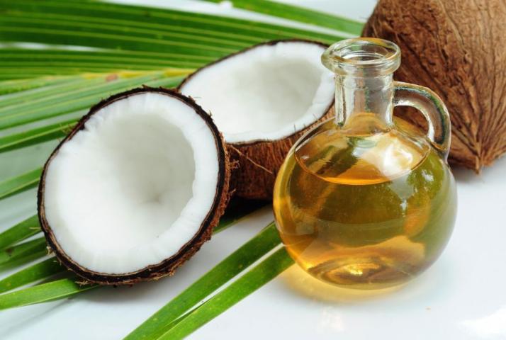 Cuidar dos cachos com óleo de coco